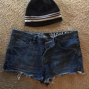 Pants - Volcom shorts